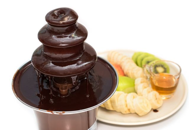 Chocolate fountain with fruit slices